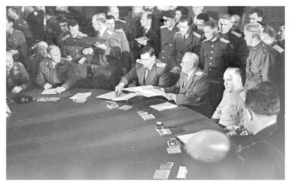 Подписание акта о безоговорочной капитуляции Германии
